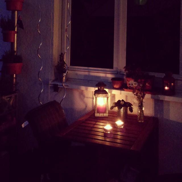 decorar terraza pequeña noche romántico velas